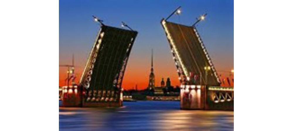 Разводящиеся мосты - одно из Чудес света Санкт-Петербурга