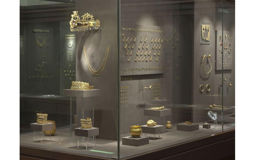 Быт, нравы и досуг российских императоров (Золотые кладовые)